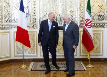 French Firms Trail  in Economic Rush to Iran