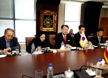 South Koreans Discuss  Big Business in Tehran