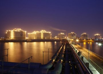 Asian Refiners Purchase More as Crude Glut Persists