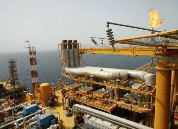 Iranian Companies to Develop S. Azadegan Oilfield
