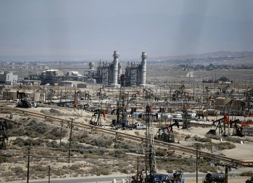 Iran, Iraq to Invest in Azadegan Oilfield