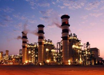Oil Ministry, Petrochem  Firms Disagree on Debts