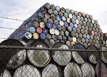 Freezing Oil Output Can Curb Half of Global Glut