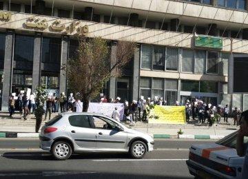 Larijani Reproaches Anti-IPC Protesters