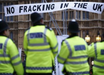 Citing Carbon Targets, UK Lawmakers Want Fracking Delay