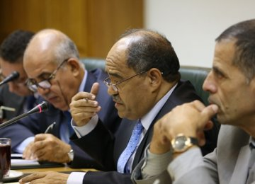 Algerians Discuss Banking Ties