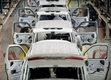 Chinese Carmakers Hold Strong in Iran