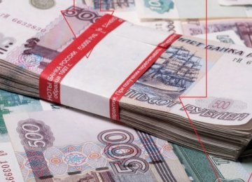 Moscow to Borrow at 9% as Ruble Falls
