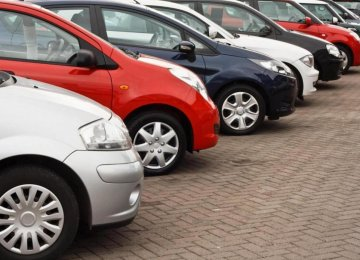 Auto Prices Edge Down