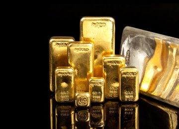 Gold Climbs 2.4%, But Posts Weekly Loss