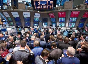 Wall Street Rebounds, But Ends Week Lower