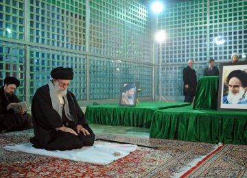 Leader Visits Imam Khomeini's Mausoleum