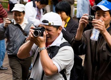 Unruly Chinese Tourists Face Flying Ban