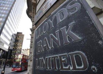 Britain Cuts Lloyds Stake to Below 17%