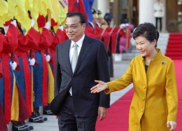 Li, Park  Discuss Trade