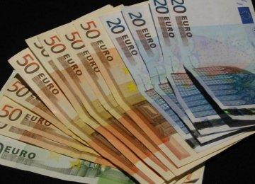 Euro Lower on Renewed Greece Concerns