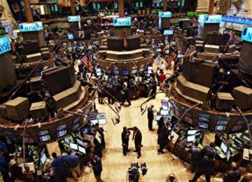 Europe Shares Turn Lower, Investors Digest Earnings