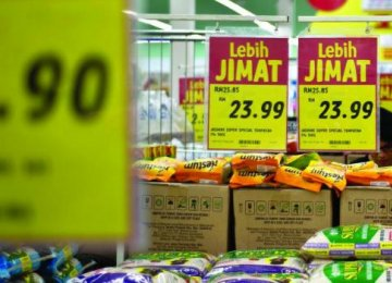 Malaysia Growth Eases on Weak Exports