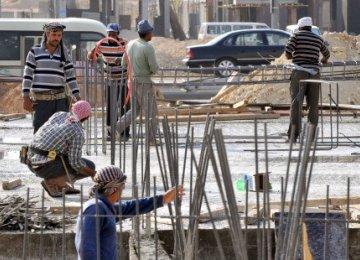 1,225 Saudi Firms Violate Midday Work Ban