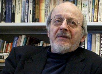 Top American Novelist Dies