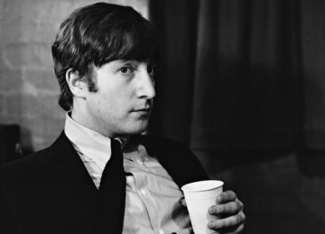 Lennon's Gibson Guitar May Fetch $800,000
