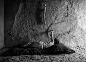 Award-Winning 'Life in War' Photo Book Now in Iran