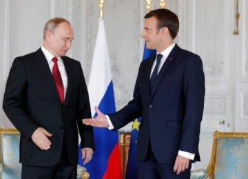 Macron Hosts Putin