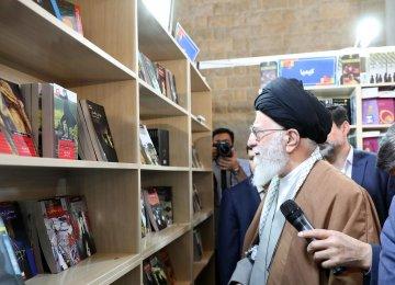 Leader Visits Tehran Book Fair