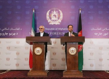 Foreign Minister Mohammad Javad Zarif (L) and his Afghan counterpart, Salahuddin Rabbani, attend a presser in Kabul on May 7.
