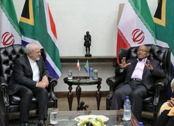 Foreign Minister Mohammad Javad Zarif (L) met South African President Jacob Zuma in Pretoria on Oct. 23.