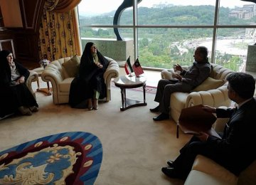 President's Envoy Confers With Mahathir