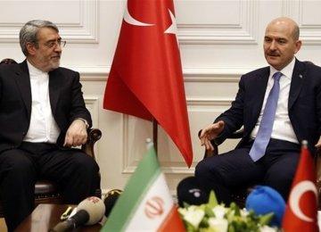 Iran, Turkey Discuss Expansion of Ties