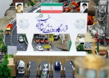 Foreign Dignitaries Visit IRGC Expo