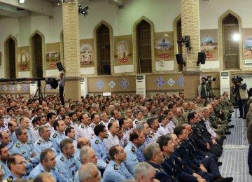 Ayatollah Seyyed Ali Khamenei receives top military officials in Tehran on April 19.
