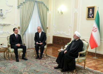 Rouhani: Resistance Key to Defeating US Pressures