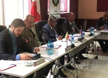 Iran, S. Africa Discuss Defense Coop.