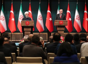 Iran, Turkey Vow to Boost Trade, End Syria Fighting