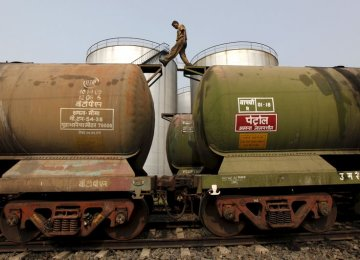 Hindustan Petroleum Says Could Buy 0.9 Million Tons of Iran Oil