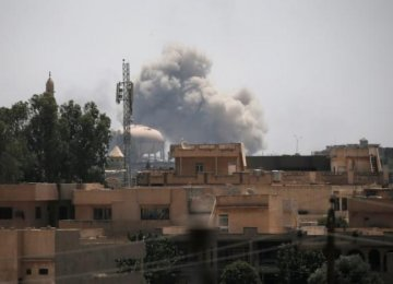 Smoke billows from the positions of IS militants after an airstrike in western Mosul, Iraq, on June 19.
