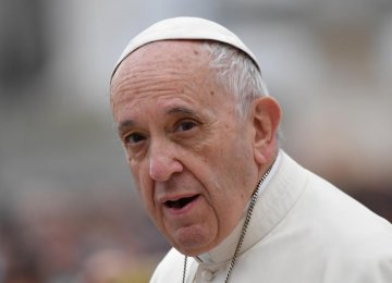 Pope Says 2017 Marred by War, Lies