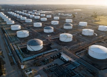 Oil Prices Extend Gains
