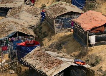 Bangladesh, Myanmar Officials Visit Rohingya Trapped at Border