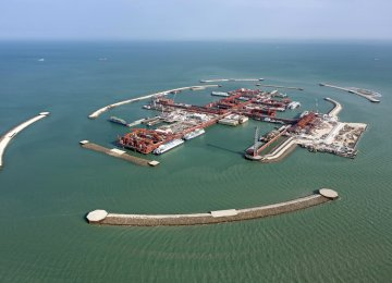 Total Wants to Reduce Stake in Giant Kazakhstan  Oilfield