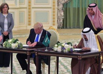 Donald Trump (L) and King Salman signing a deal in Riyadh, Saudi Arabia, on May 20