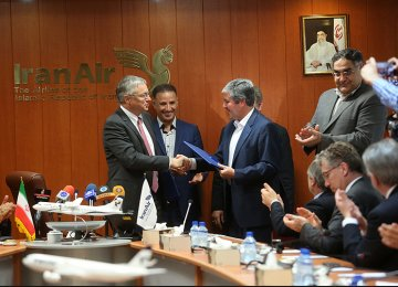 A formal signing ceremony for purchasing 20 turboprop ATR aircraft was held in Tehran on April 13.