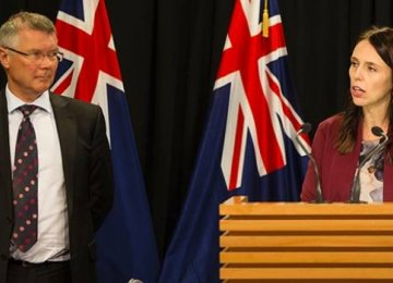 New Zealand's Trade Minister David Parker (L) and Prime Minister Jacinda Ardern have both given assurances to businesses conducting humanitarian trade with Iran, in the face of US sanctions.