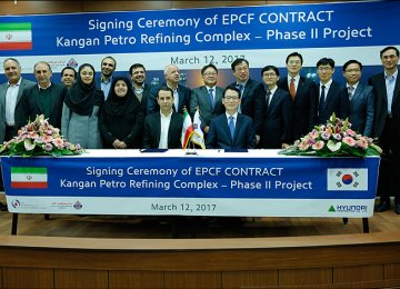 The signing ceremony by the Hyundai Engineering Co. and Ahdaf Investment Co. in Tehran, March 12.