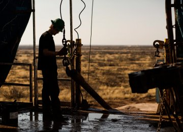 Novak: Oil Output Could Rise to October 2016 Level