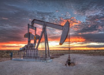 Oil Prices Dip Amid Mixed Signals