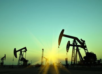 Crude Prices Fall as OPEC, Russia Look to Raise Output
